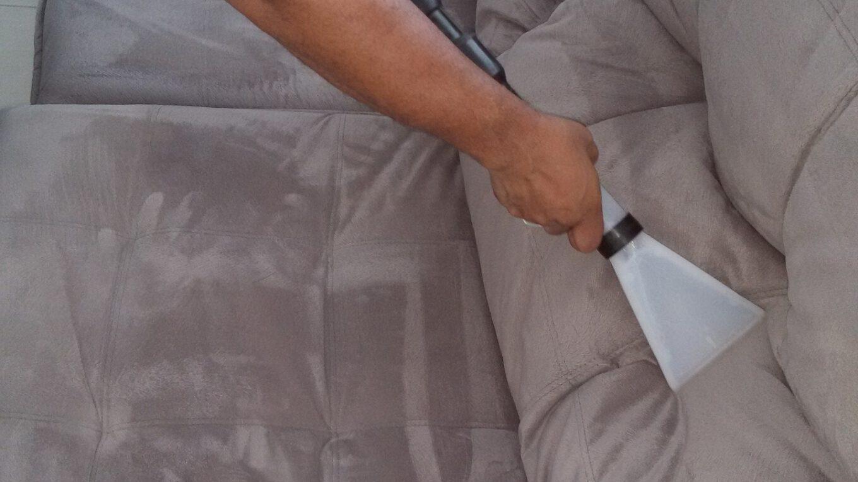 Jak poradzić sobie z praniem mebli tapicerowanych?