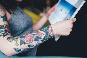 Ile kosztują kolorowe tatuaże?